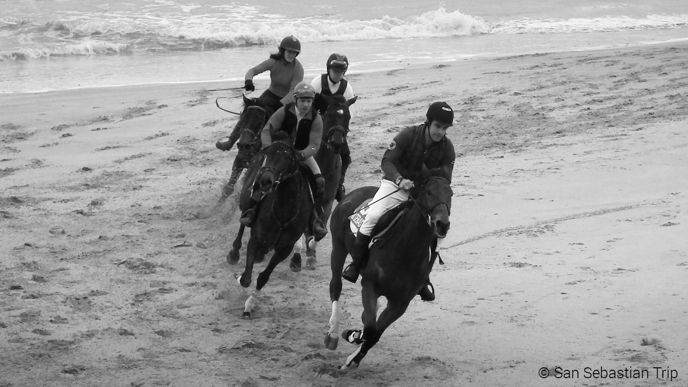 Лошадиные скачки на пляже Ondarreta