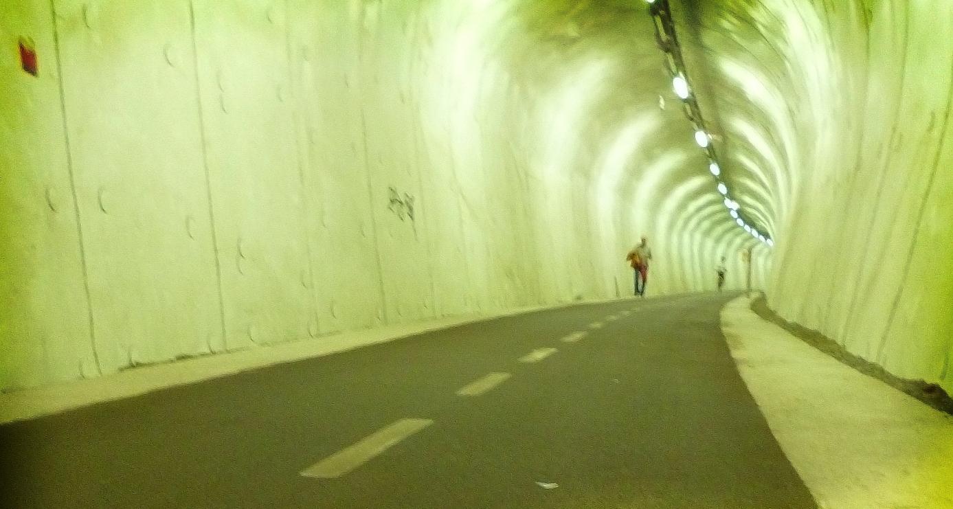 Велосипедная дорожка по старому туннелю